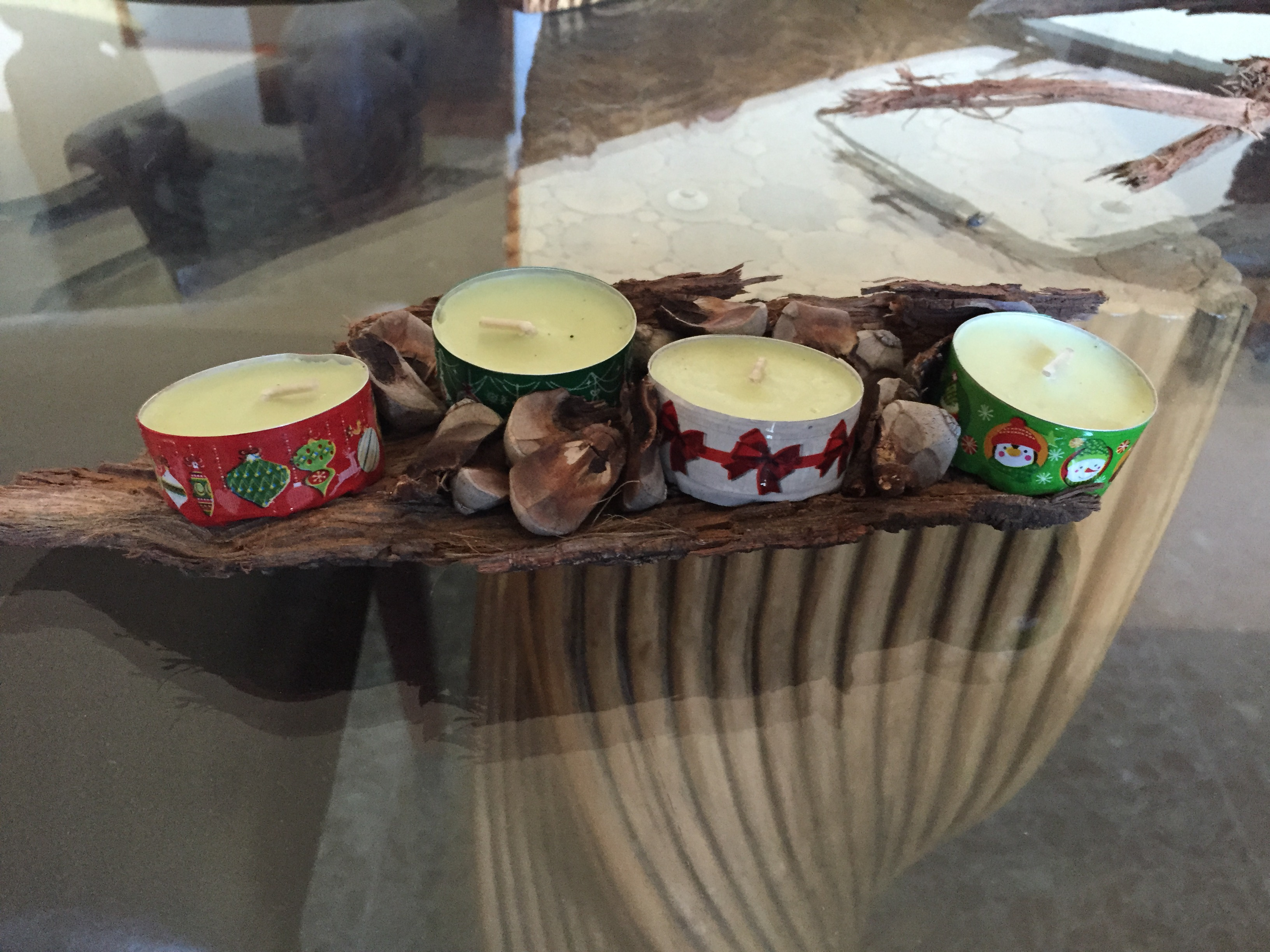 Centros de mesa con velas clarimanitas for Centro mesa navidad manualidades
